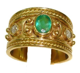 .585 Gold Emerald & Diamond Ring
